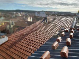 poniendo tejado nuevo